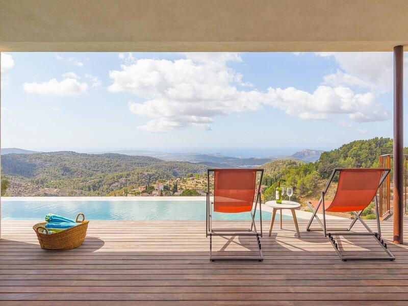 Can Jordi - Spectacular villa with infinity pool in Galilea, vacation rental in Banyalbufar