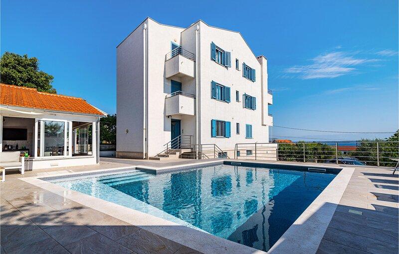 Nice apartment in Lukoran with Outdoor swimming pool, Jacuzzi and 1 Bedrooms (CD, alquiler de vacaciones en Lukoran