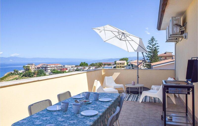 Nice apartment in Briatico with WiFi and 3 Bedrooms (IKK625), casa vacanza a Briatico