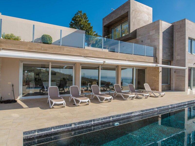 Luxurious villa with heated pool, casa vacanza a Salobrena