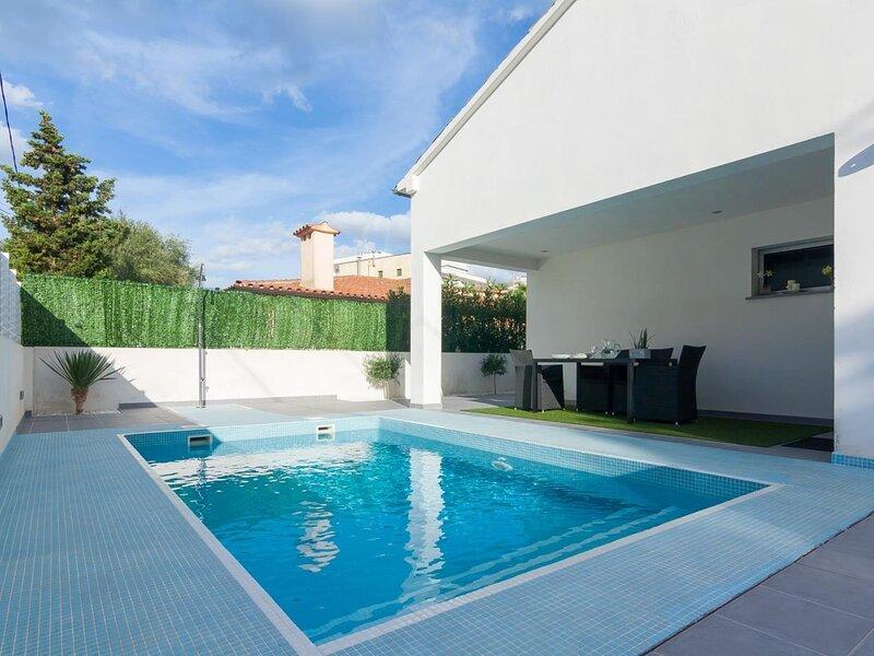 Llevant - Beautiful villa with pool in Can Picafort, aluguéis de temporada em Ca ' n Picafort