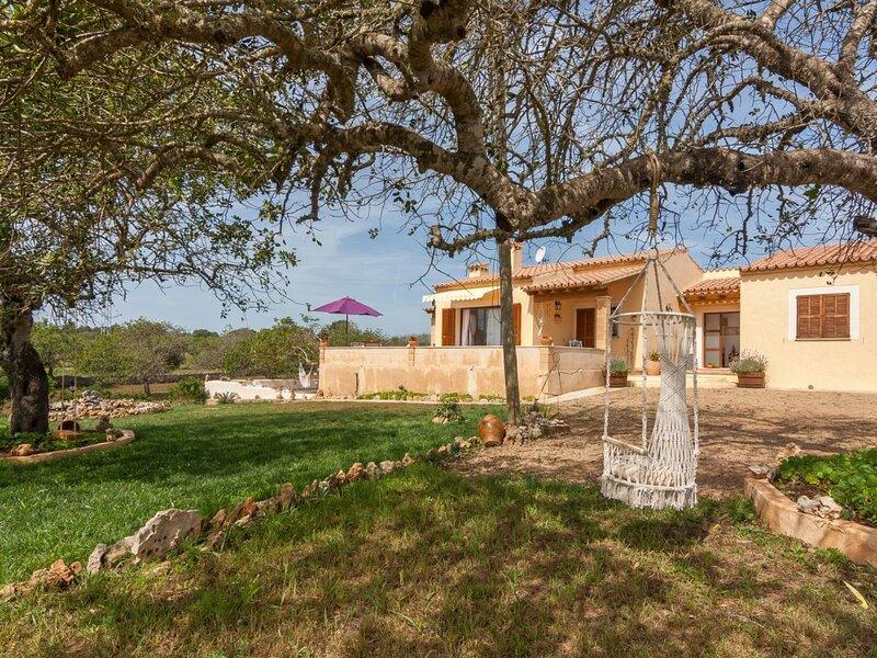 Sa Caseta - Beautiful fully-modernized house with large garden in Artà, aluguéis de temporada em Arta
