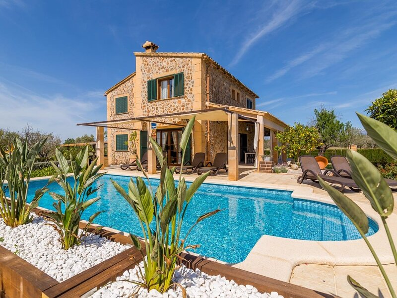 Alfabia - Beautiful villa with pool and garden on the outskirts of Inca, location de vacances à Costitx