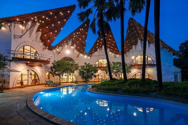 Piece of Sky Villa by Vista Rooms, holiday rental in Nagaon