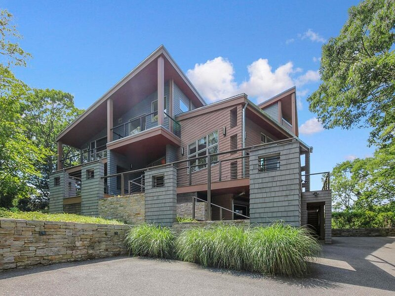 Expansive Contemporary with views and sunsets 148614, holiday rental in Woods Hole