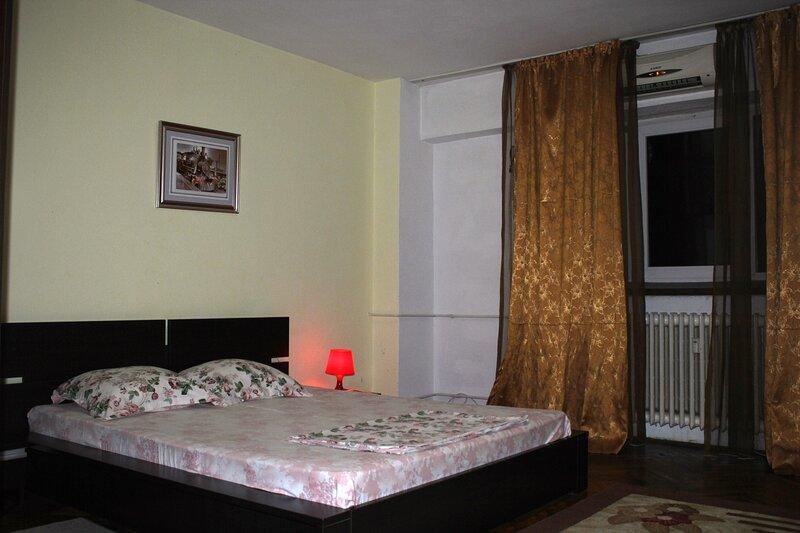 Modern studio, city center, holiday rental in Bucharest