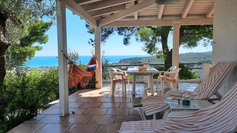 casa-paula, ruhig gelegenes Ferienhaus mit herrlichem Panoramablick aufs Meer, holiday rental in Vieste