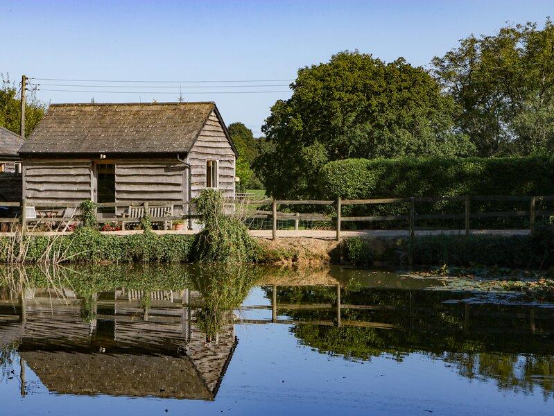 THE LITTLE GRANARY, converted granary, on owner's farm, near Fordingbridge, Ref, location de vacances à Alderholt