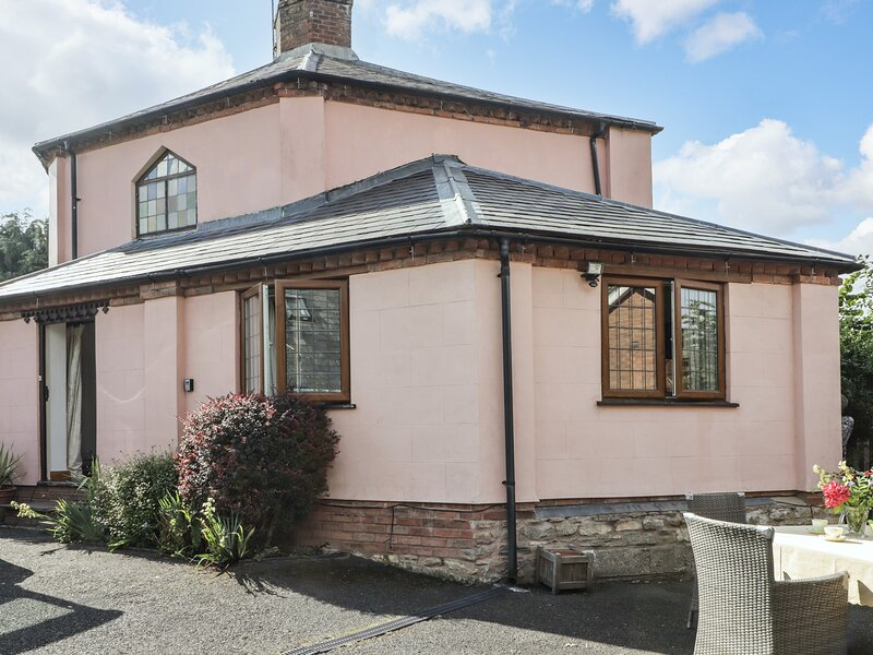 Round House, Ludlow, holiday rental in Cleedownton