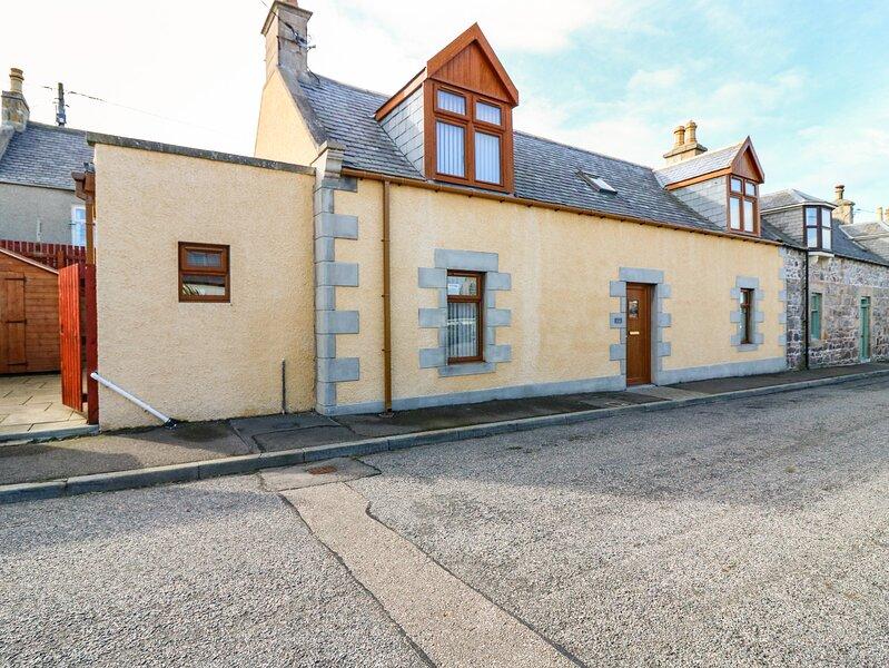 FAILTE, quality coastal cottage, woodburner, en-suite, patio, Portknockie Ref, holiday rental in Clochan
