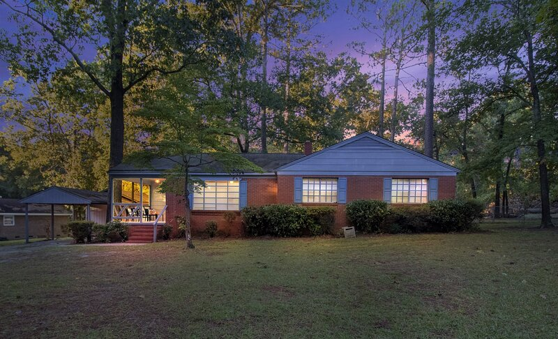 Peaceful Modern Family Home in Fayetteville!, holiday rental in Hope Mills