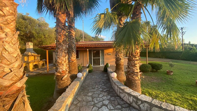 Stunning House with garden close to Patras, Greece, vakantiewoning in Alissos