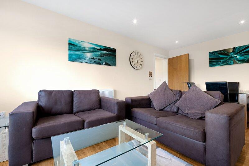02. London Heathrow Living Serviced Apartments by Ferndale - Apt 02, holiday rental in Sunbury