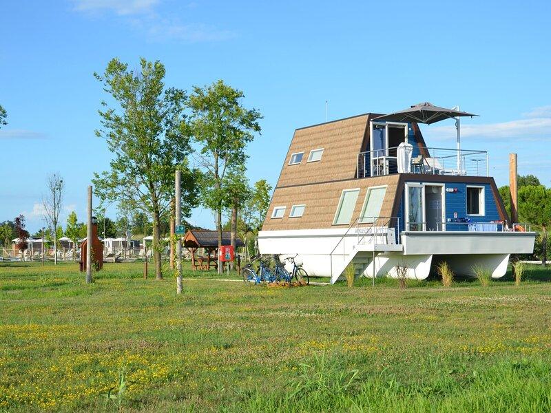 Houseboat Garden (LIG220), holiday rental in Bevazzana