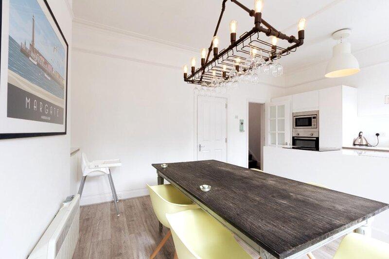 Large Stylish Victorian Apartment By The Sea, aluguéis de temporada em Minster
