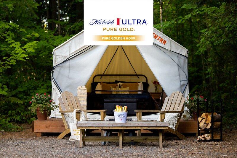 Tentrr Signature Site - Cascade Rose Alpaca Farm Stay Pure Gold, vacation rental in Duvall