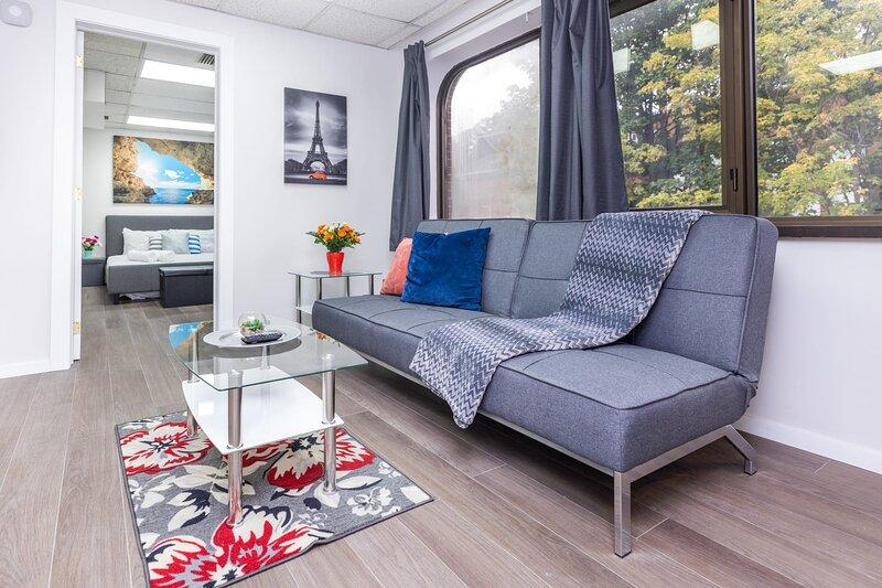 Newly-Renovated - Modern 1BR Apartment, Near Downtown Ottawa!, location de vacances à Stittsville