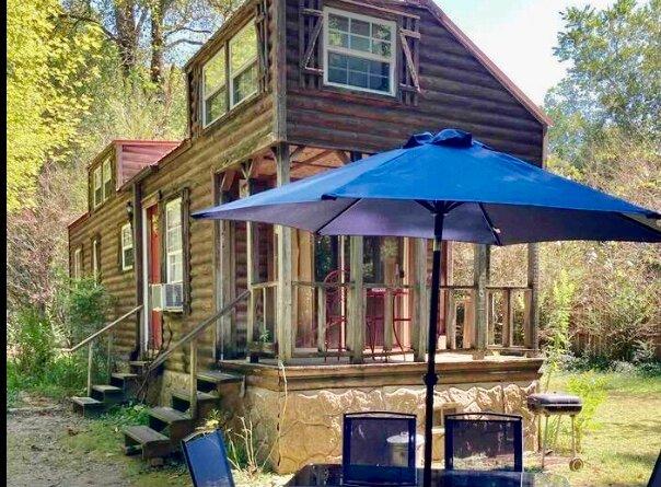 Sunnybrook Cabin 'Tiny House', alquiler de vacaciones en Mena