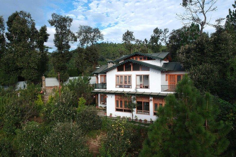 Vayu Retreat by Vista Rooms, aluguéis de temporada em Nainital