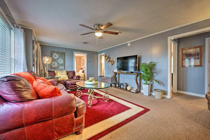 Memphis Home w/ Smoker, ~ 2 Miles to Graceland!, holiday rental in Lake Cormorant