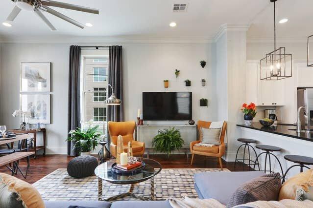 Sunny, Midcentury Luxury Home, near French Quarter, location de vacances à Chalmette