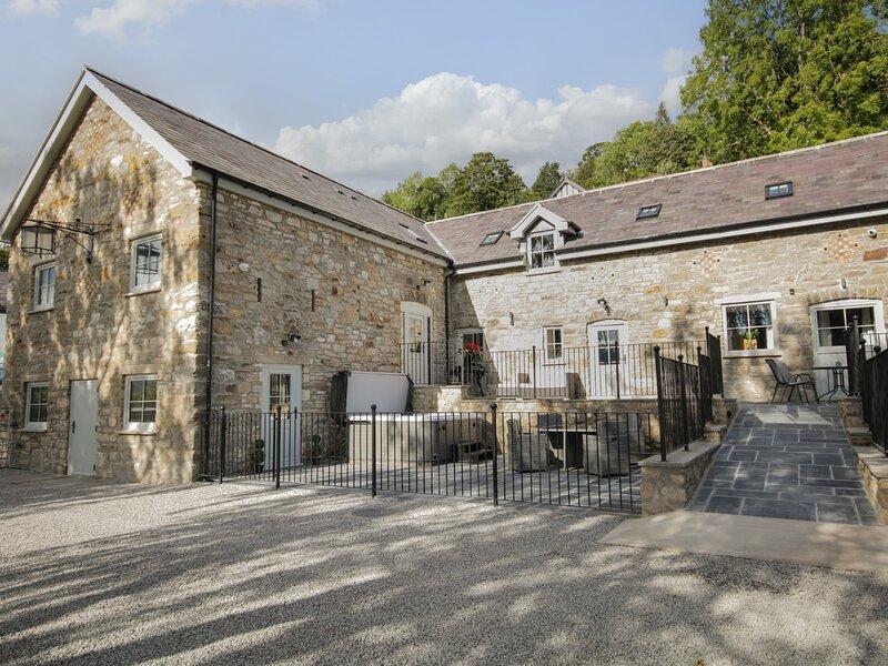 Barn 2, Llangollen, holiday rental in Glyn Ceiriog