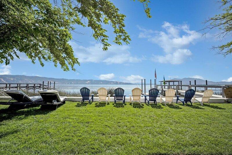 LAKESHORE PARADISE, location de vacances à Hopland