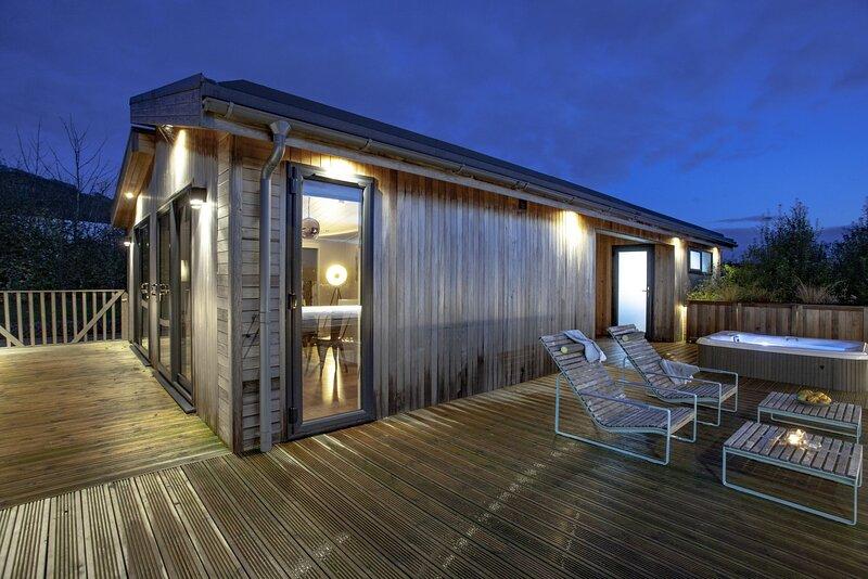 Deer Leap, Strawberryfield Park - A gorgeous one bedroom lodge with Jacuzzi hot, alquiler de vacaciones en Cheddar