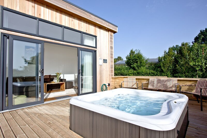 Burrington, Strawberryfield Park - A modern lodge with countryside views and bub, casa vacanza a Priddy
