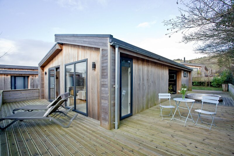 Nyland Lodge, Strawberryfield Park - A starlight roof and sunken hot tub create, alquiler de vacaciones en Cheddar