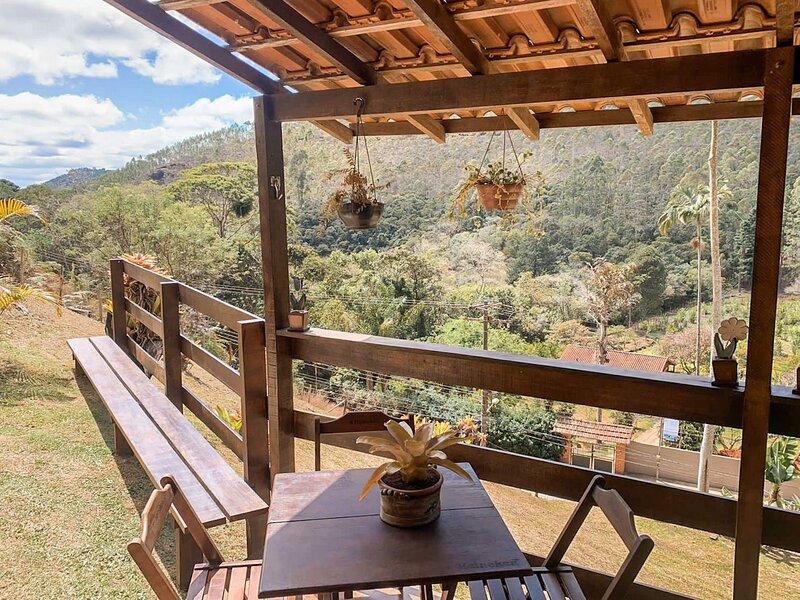 Chalé em Nova Friburgo em meio à mata atlântica, aluguéis de temporada em Cachoeiras de Macacu