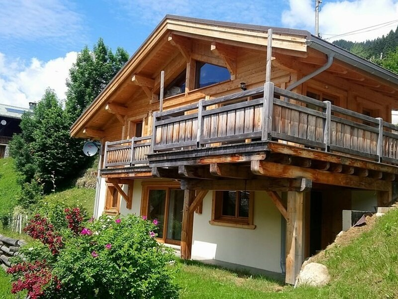 Dans station d'Arêches-Beaufort. Chalet calme récent 8 pers. exp. sud, holiday rental in Areches