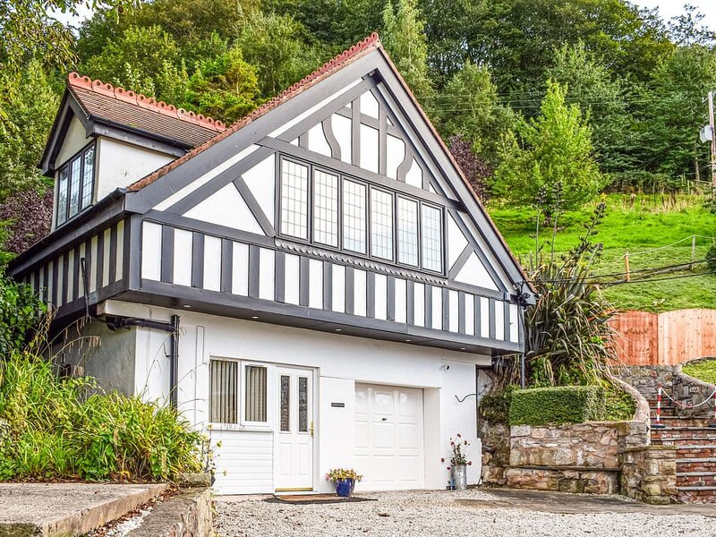 Terfyn Hall Cottage - UK35838, holiday rental in Axton