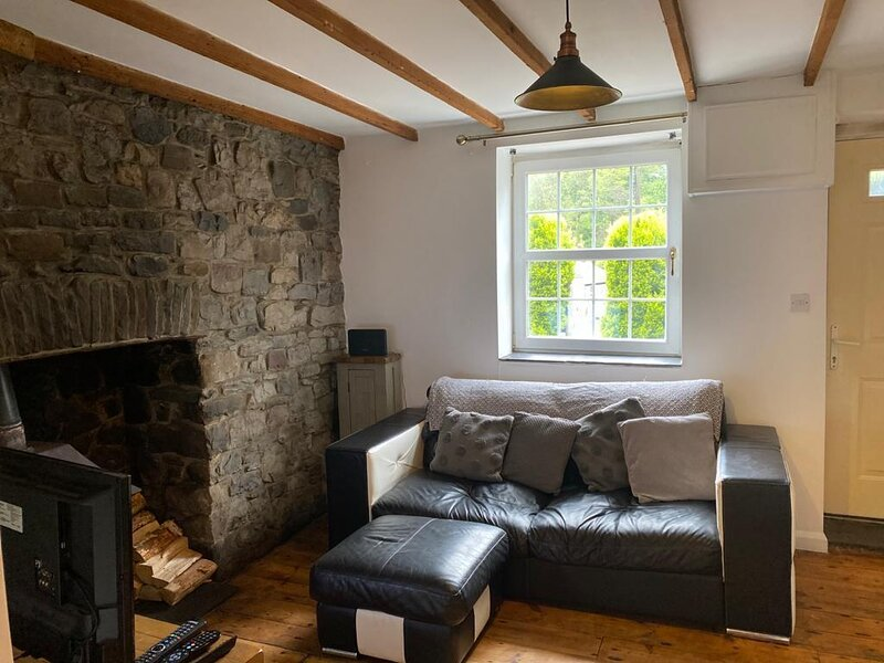 2-Bed Cottage in in Welsh Valley Nr Swansea, holiday rental in Abercraf