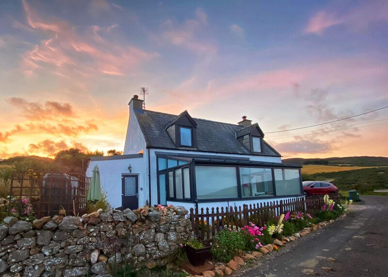Piper's Cave, Bed and Breakfast with panoramic views on NC500 route. 2 + child., alquiler de vacaciones en Dunbeath