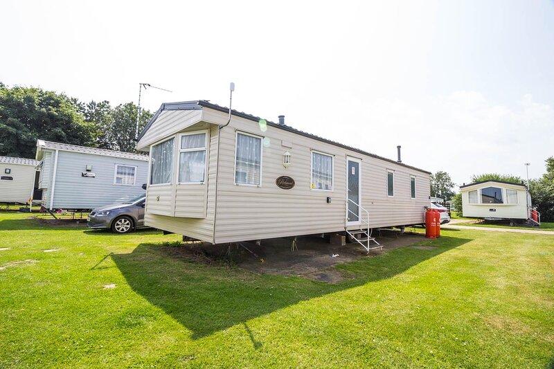 3 bed, 6 berth caravan for hire nearby Great Yarmouth ref 20161BS, aluguéis de temporada em Corton