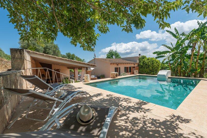 ALCUDIOLA - Villa for 6 people in Santa Margalida, aluguéis de temporada em Santa Margalida