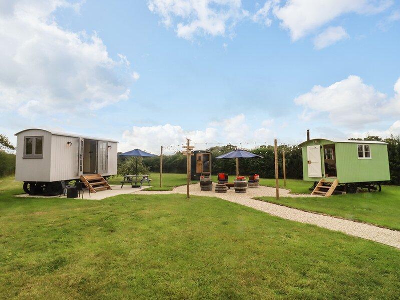 Two Hoots Huts, Faringdon, holiday rental in Shrivenham