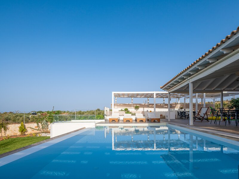 Alba Bianca Villa, a Secluded Retreat, casa vacanza a Chersonisos