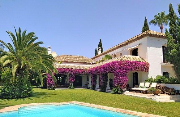 A beautiful classic 4 bedroom villa with heated pool. Near Puerto Banus – semesterbostad i Nueva Andalucia