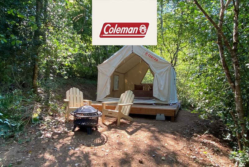 Tentrr Signature Site - Leaning Tree 'Glamp'site at Cuzicanland - Coleman, casa vacanza a Washougal