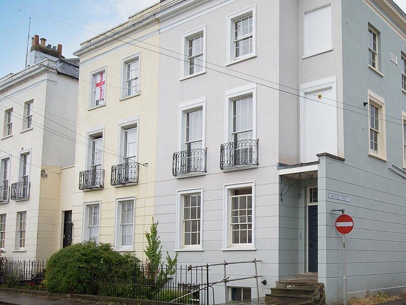 Basement Apartment, Cheltenham, vacation rental in Birdlip