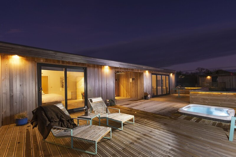 The Spinney, Strawberryfield Park - Luxury furnishings and inviting hot tub awai, alquiler de vacaciones en Cheddar
