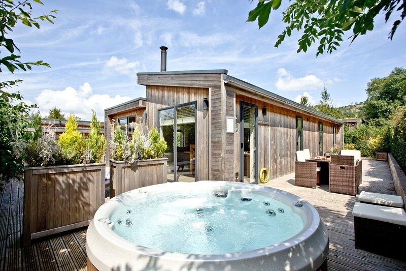 The Retreat, Strawberryfield Park - Contemporary open-plan lodge with wood burni, alquiler de vacaciones en Cheddar