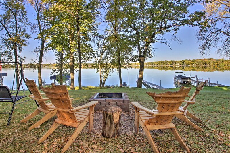 Serene Cabin on Lake Pokegama w/ Dock & Fire Pit!, holiday rental in Hinckley
