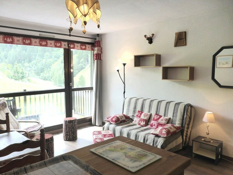 CHARMANT APPARTEMENT 2/4 PERSONNES CLASSE 2* POUR 4 PERSONNES, holiday rental in Areches
