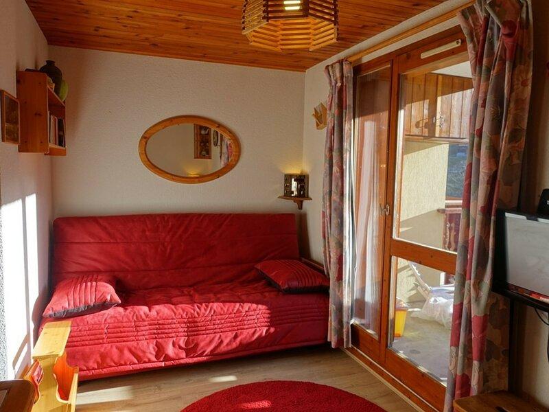 Appartement 4/5 pers. Avec asc. Bien équipé, cosy, centre village, holiday rental in Areches