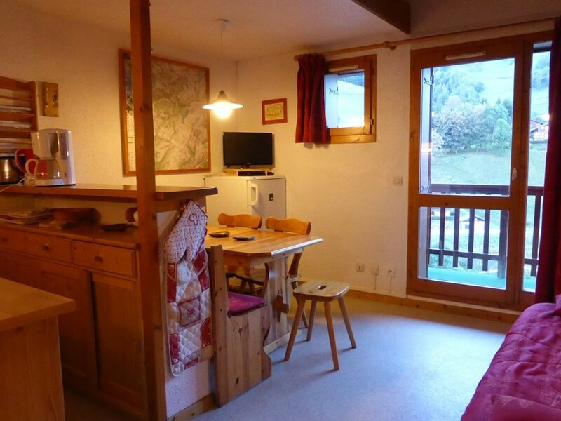 Appartement ** 6 pers. 40m²-Centre village prox. remontées mécaniques, holiday rental in Areches