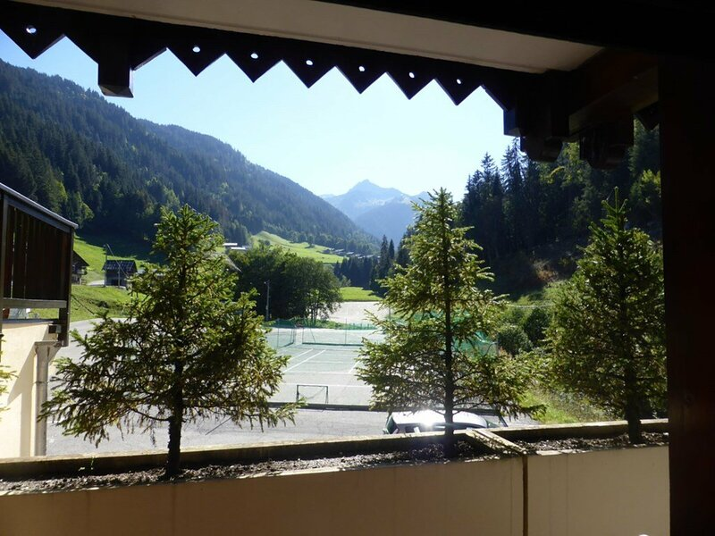 APPARTEMENT DUPLEX 8/10 PERSONNES BELLE TERRASSES SUD, holiday rental in Areches