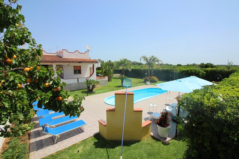 Holiday Home with private pool for total relaxation...., holiday rental in Floridia